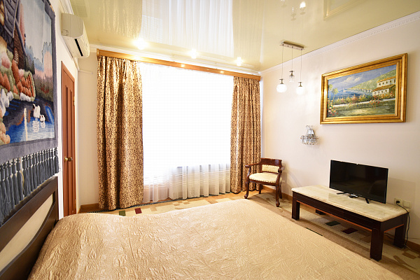 1 room apartmentsdaily Odessa, Primorskiy district, ул. Дерибасовская, 31. Photo 1