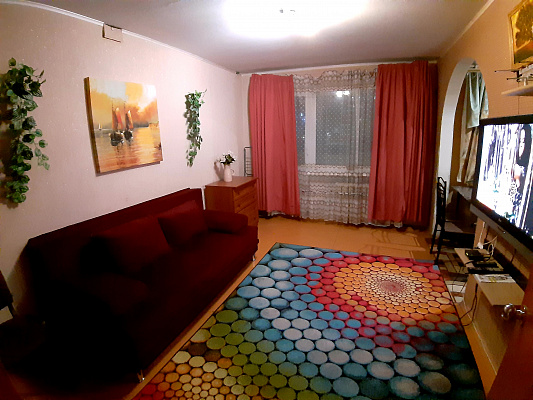 2 rooms apartmentsdaily Mariupol, TSentralnyy district, ул. Строителей, 86. Photo 1