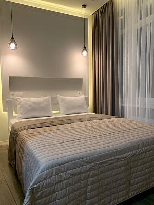 3 rooms apartmentsdaily Odessa, Primorskiy district, ул. Каманина , 16а/2. Photo 1