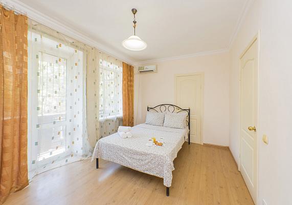 2 rooms apartmentsdaily Odessa, Primorskiy district, ул. Троицкая, 24. Photo 1