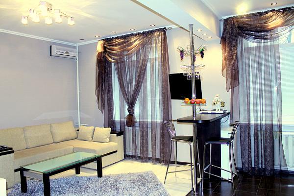 1-комнатная квартира посуточно в Днепре. Октябрьский район, ул. Гоголя, 6. Фото 1