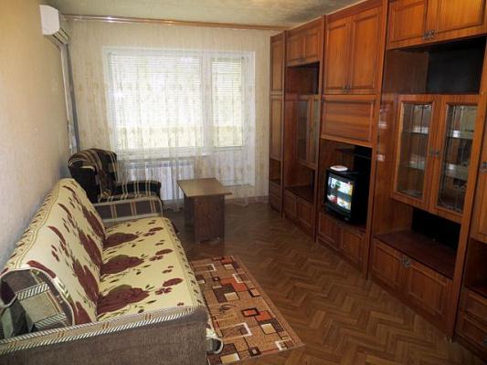 Двухкомнатная квартирапосуточно в Керчи. ул. Гайдара, 3. Фото 1
