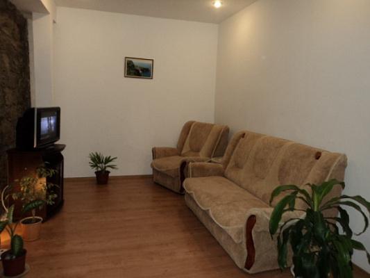 Однокомнатная квартирапосуточно в Алупке. ул. Калинина, 30. Фото 1