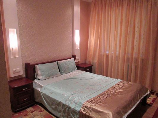 1-комнатная квартира посуточно в Днепре. ул. Калиновая, 11Б. Фото 1