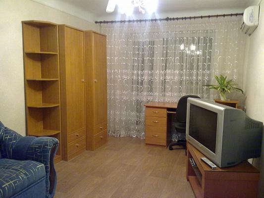 1-комнатная квартира посуточно в Донецке. Ворошиловский район, ул. Федора Зайцева, 154. Фото 1
