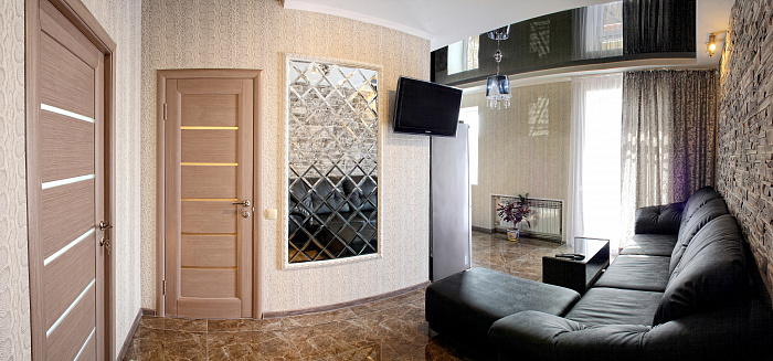 Двухкомнатная квартирапосуточно в Севастополе. Ленинский район, ул. Большая морская, 52. Фото 1