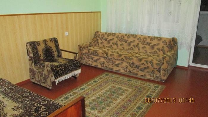 Двухкомнатная квартирапосуточно в Евпатории. ул. Кирова, 30. Фото 1