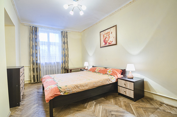 Двухкомнатная квартирапосуточно в Львове, Галицкий район, ул. Петра Дорошенко, 60. Фото 1