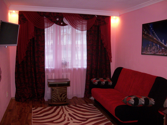 1-комнатная квартира посуточно в Луганске. Ленинский район, кв. Ватутина , 18. Фото 1
