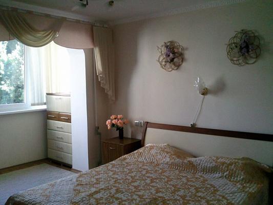 Двухкомнатная квартирапосуточно в Партените. ул. Партенитская, 11. Фото 1