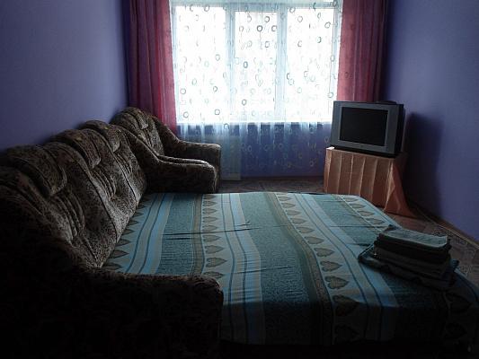 Двухкомнатная квартирапосуточно в Керчи. ул. Гайдара, 9. Фото 1