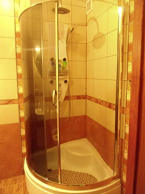 Двухкомнатная квартирапосуточно в Керчи, ул. Гайдара, 9