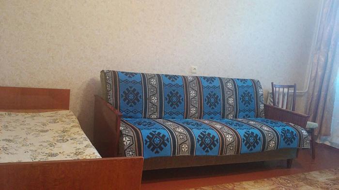 Двухкомнатная квартирапосуточно в Симферополе. Киевский район, ул. Киевская, 153. Фото 1