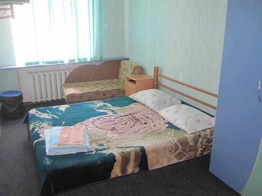 Двухкомнатная квартирапосуточно в Бердянске. ул. Горького, 37. Фото 1