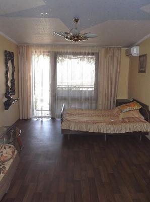 Двухкомнатная квартирапосуточно в Алуште. ул. Таврическая, 3. Фото 1