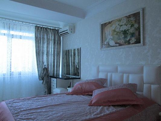 Трехкомнатная квартирапосуточно в Алуште. ул. Набережная, 10. Фото 1