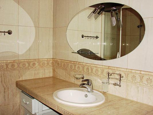 Двухкомнатная квартирапосуточно в Черновцах, Первомайский район, ул. Украинская, 2