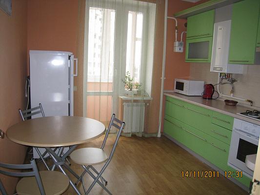 Двухкомнатная квартирапосуточно в Симферополе. Киевский район, ул. Камская, 23. Фото 1