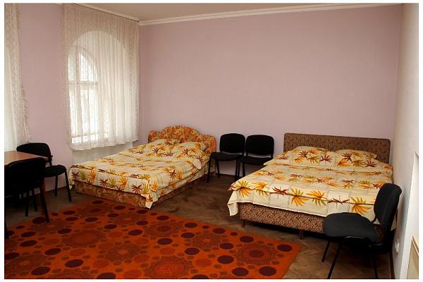 Двухкомнатная квартирапосуточно в Львове, Галицкий район, пл. Д. Галицкого, 3. Фото 1