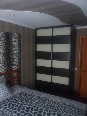 Двухкомнатная квартирапосуточно в Стаханове. ул.Чайковского , 7. Фото 1