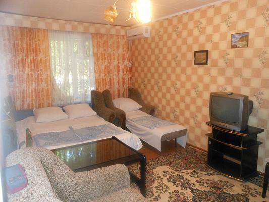 Двухкомнатная квартирапосуточно в Евпатории. ул. Сытникова, 8. Фото 1