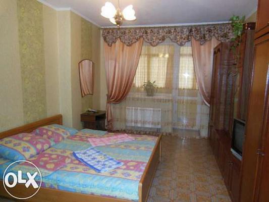 Однокомнатная квартирапосуточно в Броварах. ул. Грушевского, 21. Фото 1
