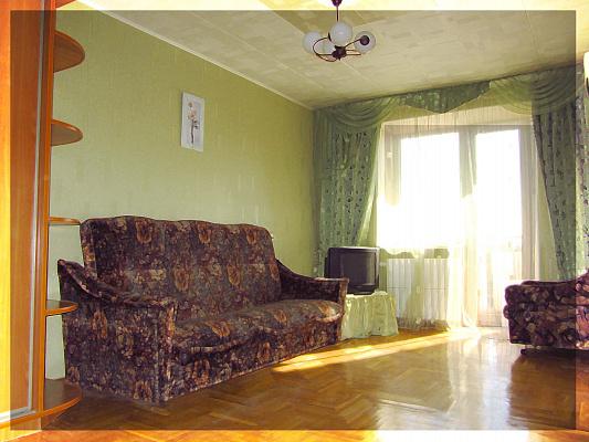 Двухкомнатная квартирапосуточно в Харькове, Краснозаводской район, пр-т Гагарина, 2. Фото 1