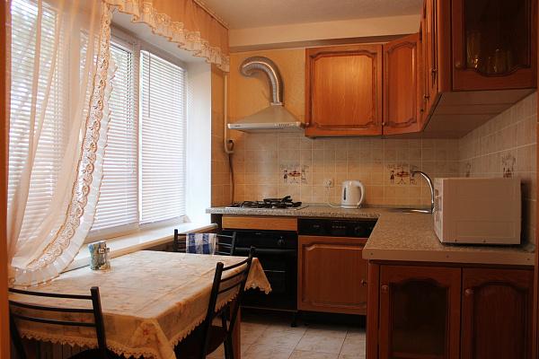 Двухкомнатная квартирапосуточно в Славянске. ул. Батюка, 24. Фото 1