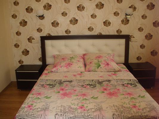 Двухкомнатная квартирапосуточно в Мелитополе. ул. Кирова, 47а. Фото 1