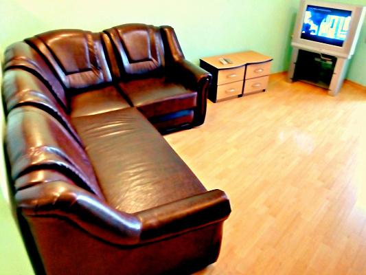 2-комнатная квартира посуточно в Днепре. Кировский район, пр-т Дмитрия Яворницкого, 121. Фото 1