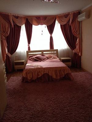 Трехкомнатная квартирапосуточно в Черкассах. б-р Шевченко, 352. Фото 1