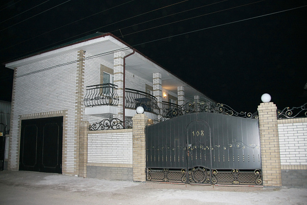 посуточно в Бердянске, ул. Свердлова, 108. Фото 1