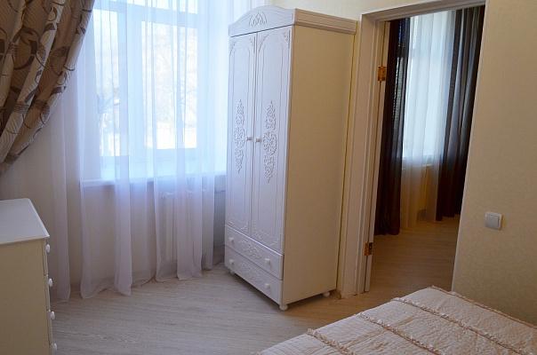 Двухкомнатная квартирапосуточно в Севастополе, Ленинский район, ул. Лермонтова, 2