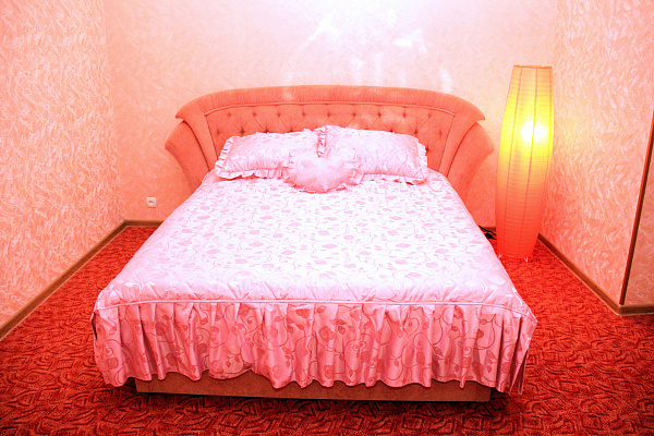 Двухкомнатная квартирапосуточно в Херсоне. Суворовский район, ул. Ленина, 42. Фото 1