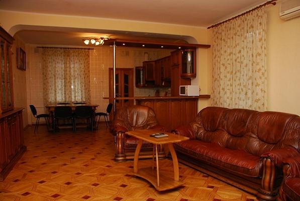 Дом посуточно в Киеве, Подольский район, ул. Фрунзе,. Фото 1