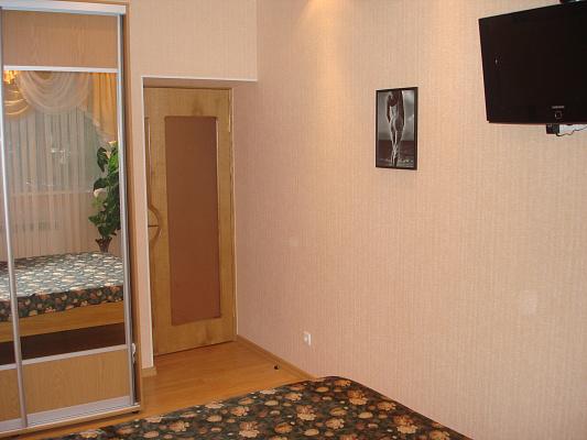 Двухкомнатная квартирапосуточно в Запорожье. Ленинский район, пр-т Металлургов, 222в. Фото 1