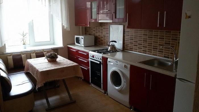Трехкомнатная квартирапосуточно в Виннице. ул. Верхарна, 70. Фото 1