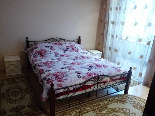 Трехкомнатная квартирапосуточно в Хмельнике, ул. 1-го Мая, 17. Фото 1