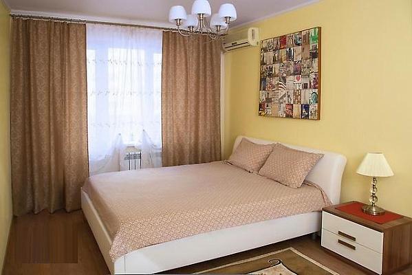 Однокомнатная квартирапосуточно в Донецке, Ворошиловский район, ул. Щорса, 34а. Фото 1