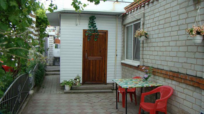 Двухкомнатная квартирапосуточно в Бердянске, ул. Толстого, 92. Фото 1