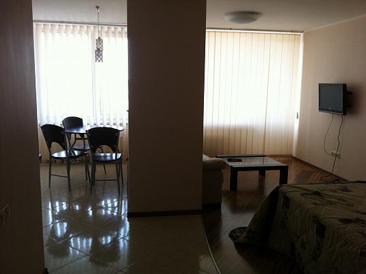 Однокомнатная квартирапосуточно в Одессе, Приморский район, ул. Литературная, 12. Фото 1