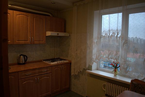 Трехкомнатная квартирапосуточно в Запорожье. Жовтневый район, ул. Артема , 67. Фото 1