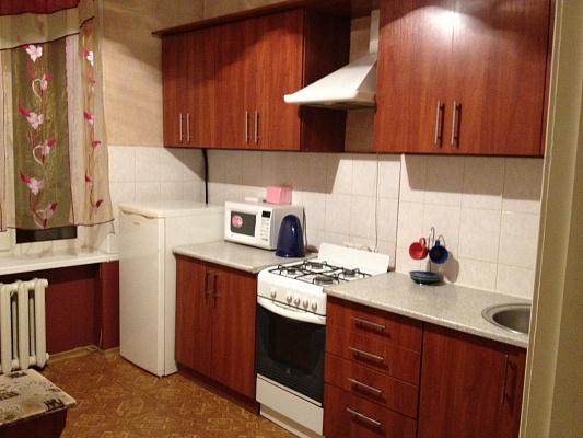 Двухкомнатная квартирапосуточно в Луганске. Ленинский район, пл. Героев ВОВ, 1. Фото 1