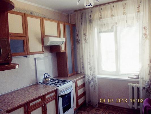 Двухкомнатная квартирапосуточно в Южном. пр-т Ленина, 26. Фото 1