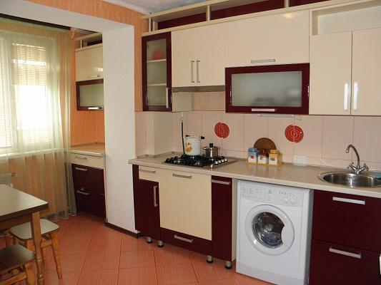 Двухкомнатная квартирапосуточно в Евпатории. Заозерное, ул. Зеленая, 1А. Фото 1