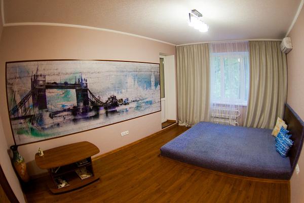 Трехкомнатная квартирапосуточно в Луганске, Октябрьский  район, ул. Осипенко, 6. Фото 1