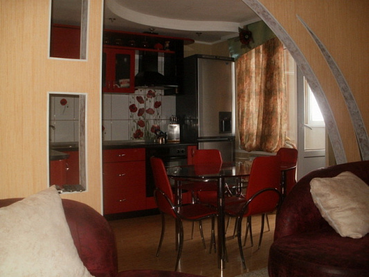 Двухкомнатная квартирапосуточно в Николаеве. ул. Крылова, 56. Фото 1