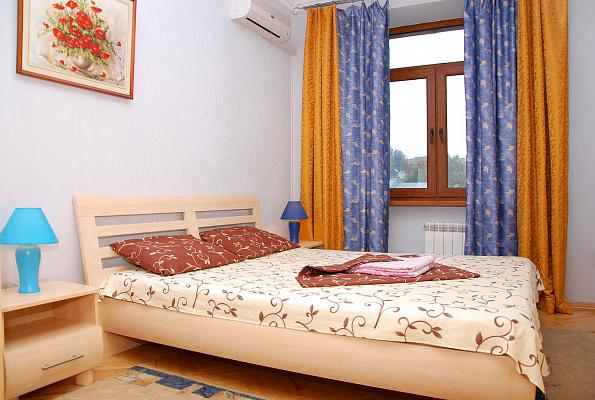 Двухкомнатная квартирапосуточно в Киеве, Голосеевский район, ул. Большая Васильковская, 134. Фото 1