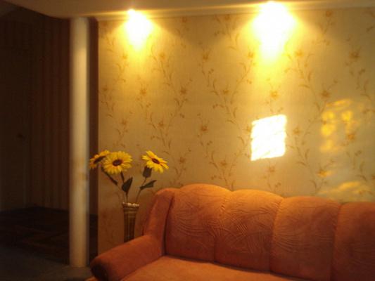Двухкомнатная квартирапосуточно в Запорожье. Хортицкий район, пр-т Советский, 31. Фото 1