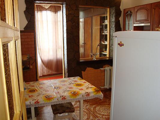 Двухкомнатная квартирапосуточно в Гаспре. мира, 2. Фото 1